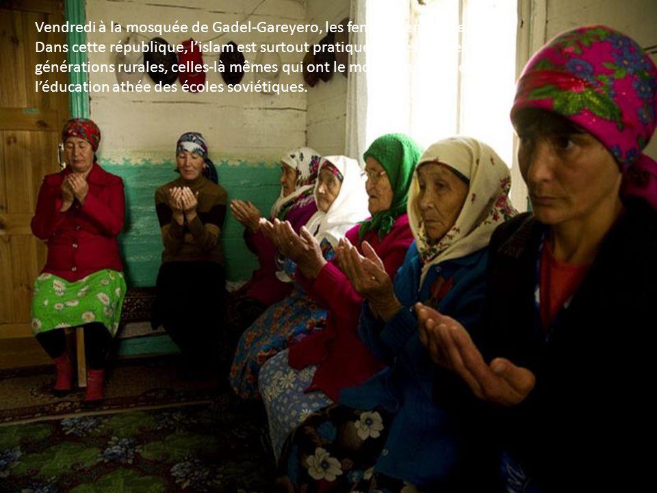 Vendredi à la mosquée de Gadel-Gareyero, les femmes en prière