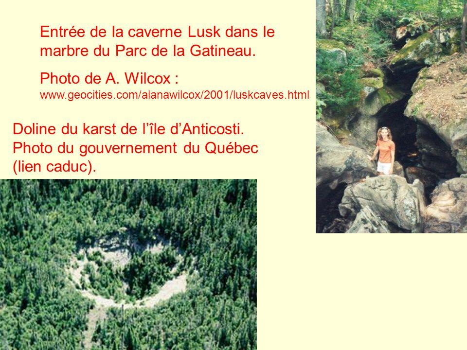 Entrée de la caverne Lusk dans le marbre du Parc de la Gatineau.