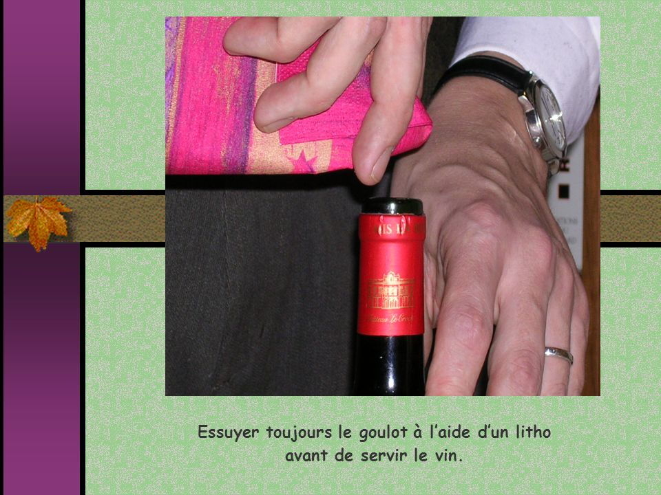 Essuyer toujours le goulot à l'aide d'un litho avant de servir le vin.