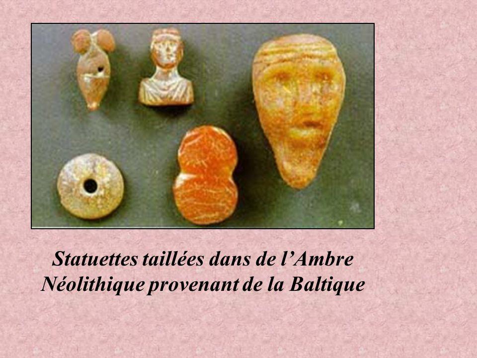 Statuettes taillées dans de l'Ambre