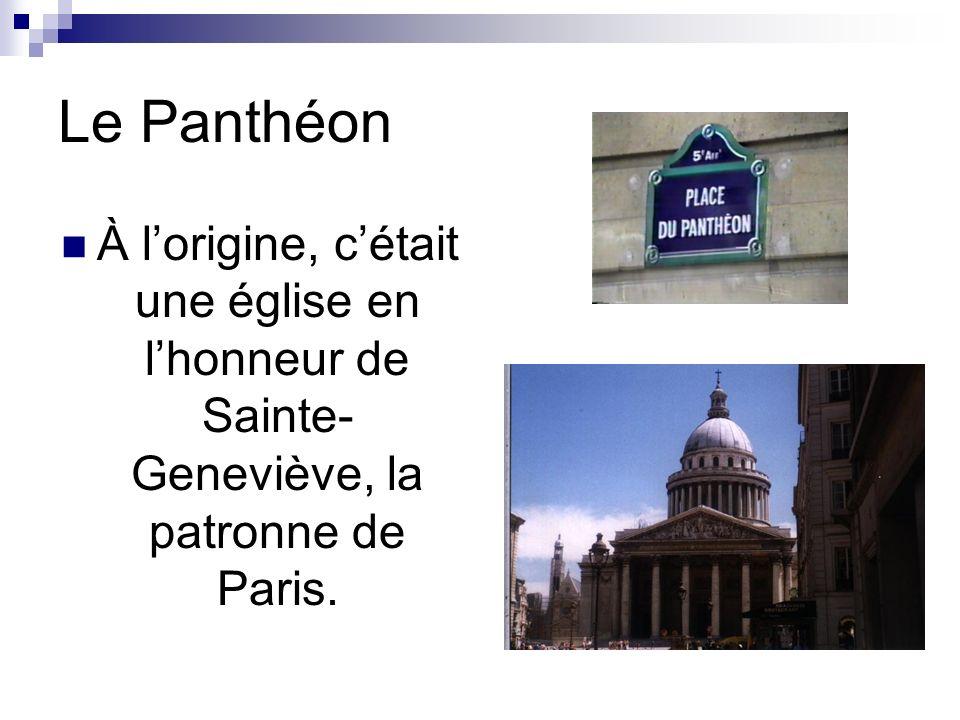 Le Panthéon À l'origine, c'était une église en l'honneur de Sainte-Geneviève, la patronne de Paris.