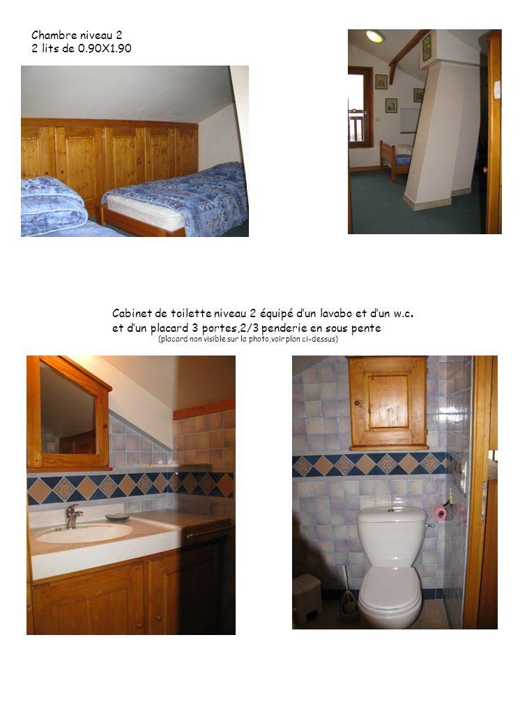 Cabinet de toilette niveau 2 équipé d'un lavabo et d'un w.c.