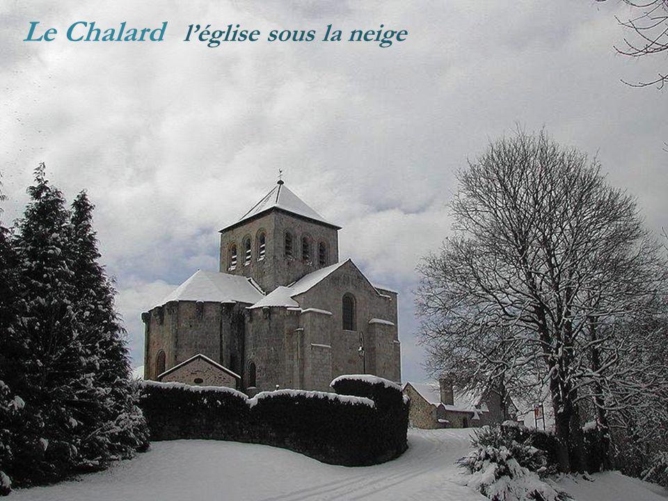 Le Chalard l'église sous la neige