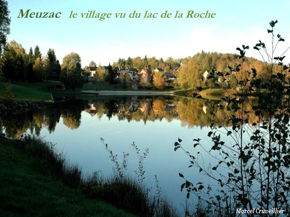 Meuzac le village vu du lac de la Roche