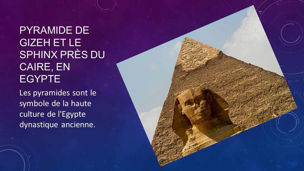 Pyramide de Gizeh et le Sphinx près du Caire, en Egypte