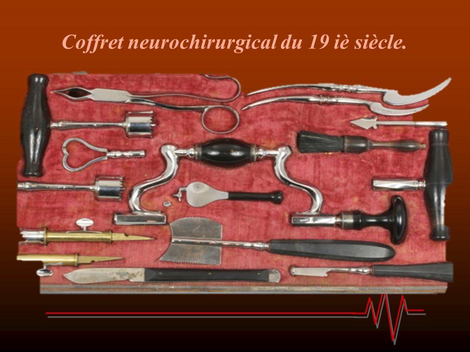 Coffret neurochirurgical du 19 iè siècle.