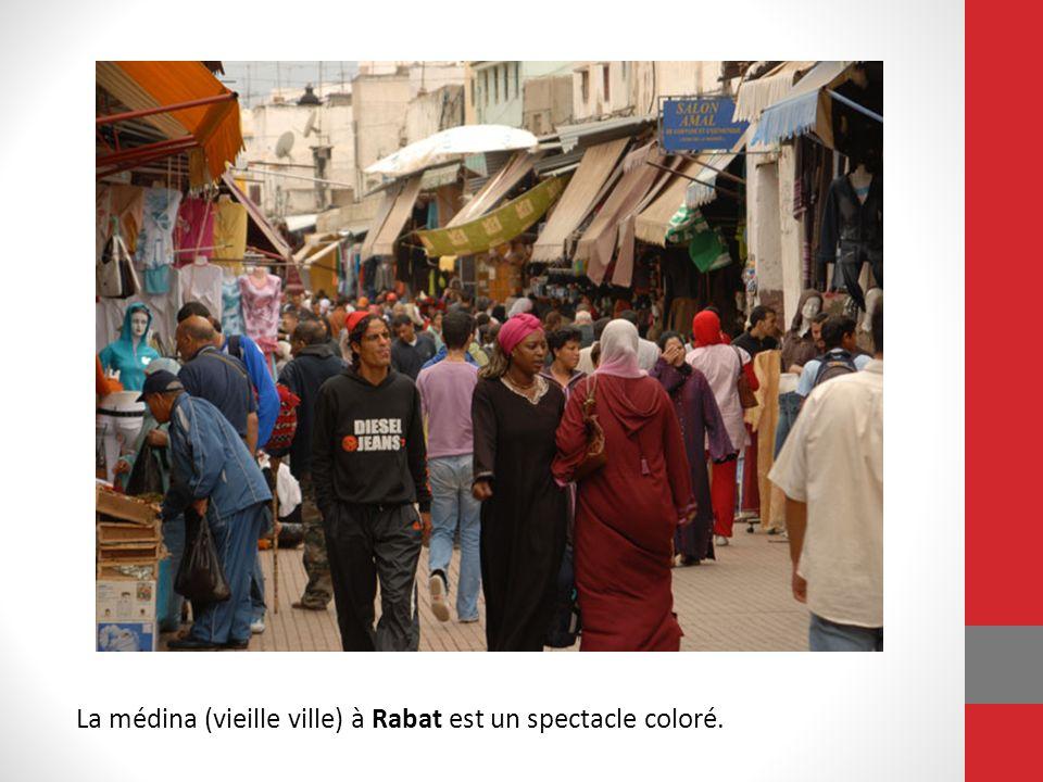 La médina (vieille ville) à Rabat est un spectacle coloré.