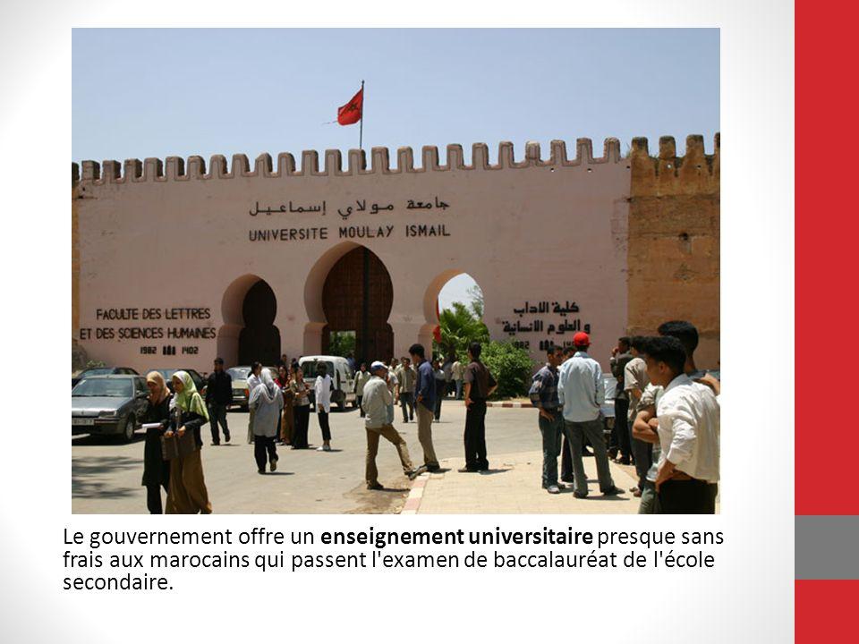 Le gouvernement offre un enseignement universitaire presque sans frais aux marocains qui passent l examen de baccalauréat de l école secondaire. Après l Université, beaucoup ont de difficulté à trouver des emplois avec des salaires suffisants. Les étudiants universitaires sont politiquement actifs et les grèves commencent souvent chez les universitaires.