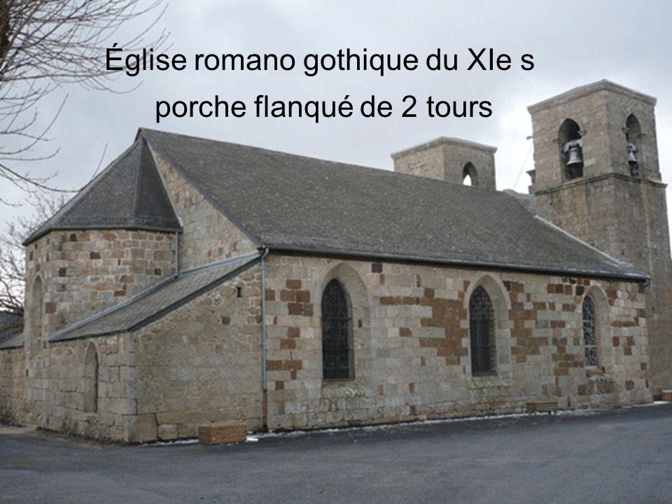 Église romano gothique du XIe s porche flanqué de 2 tours