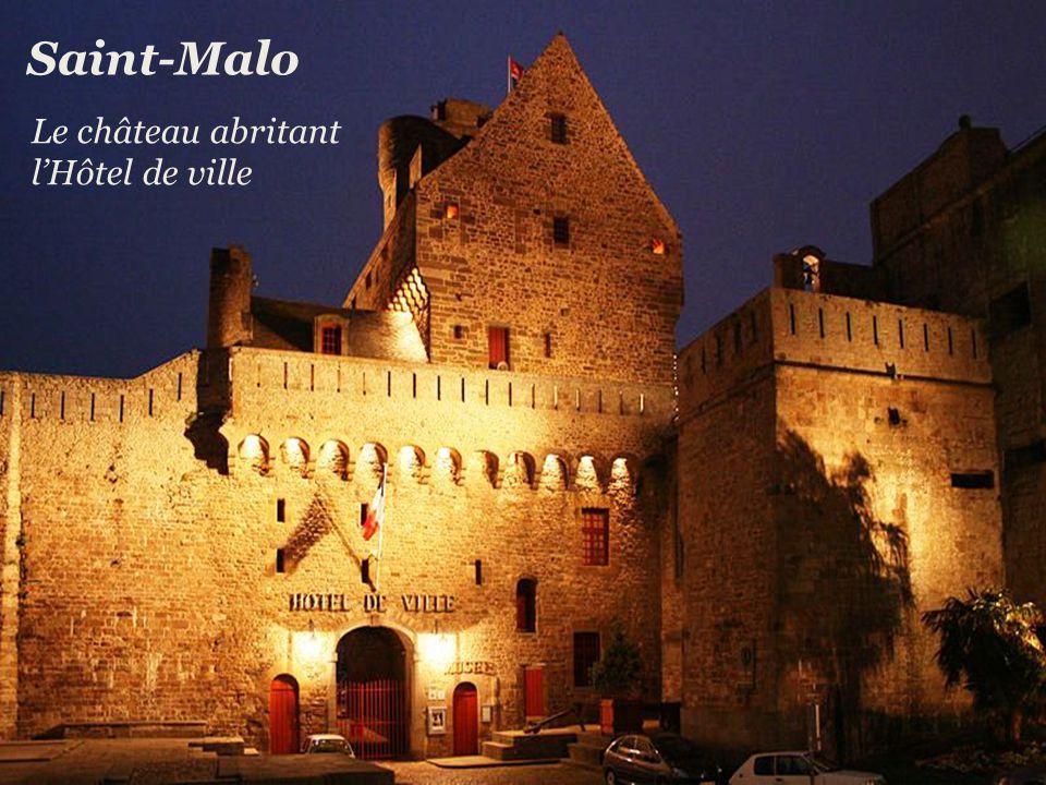 Saint-Malo Le château abritant l'Hôtel de ville