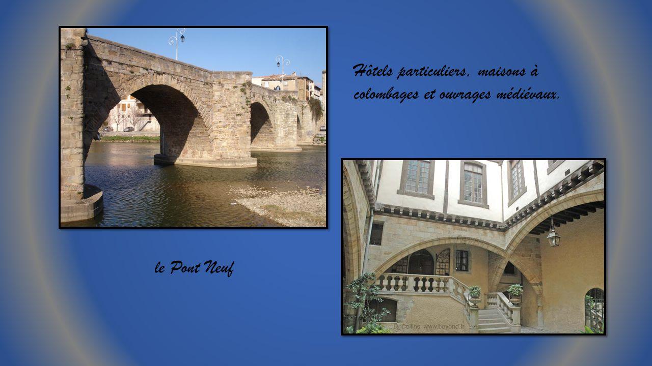 Hôtels particuliers, maisons à colombages et ouvrages médiévaux.