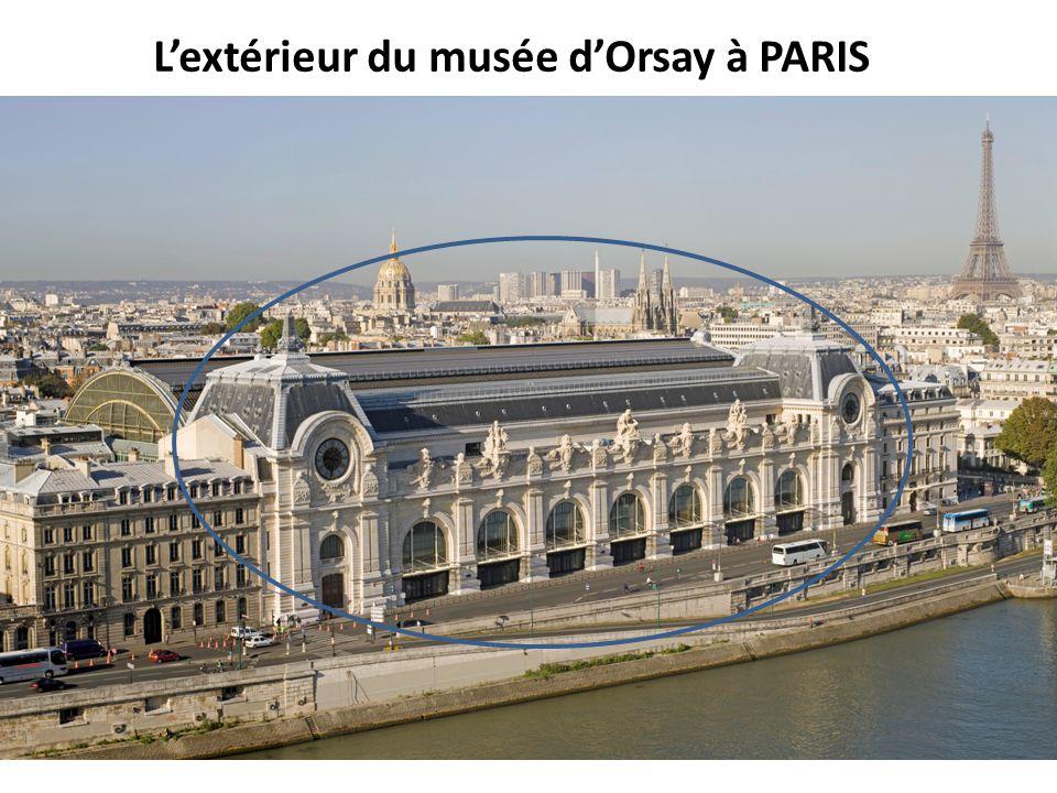 L'extérieur du musée d'Orsay à PARIS
