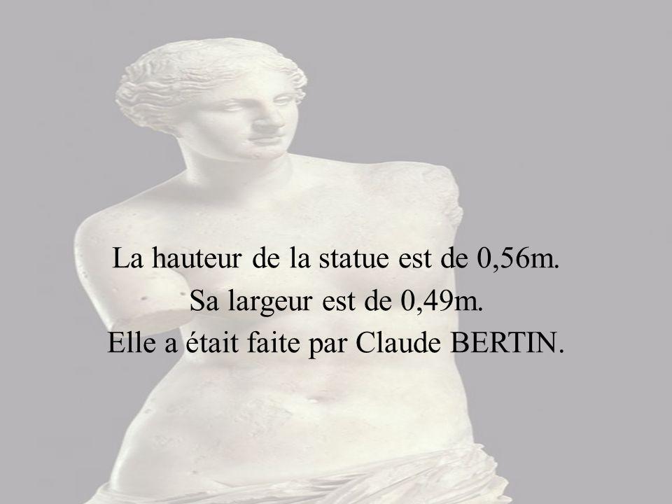 La hauteur de la statue est de 0,56m. Sa largeur est de 0,49m.