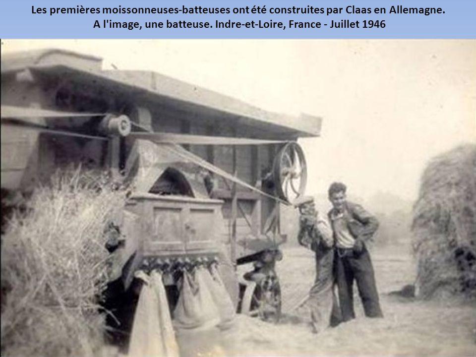 A l image, une batteuse. Indre-et-Loire, France - Juillet 1946
