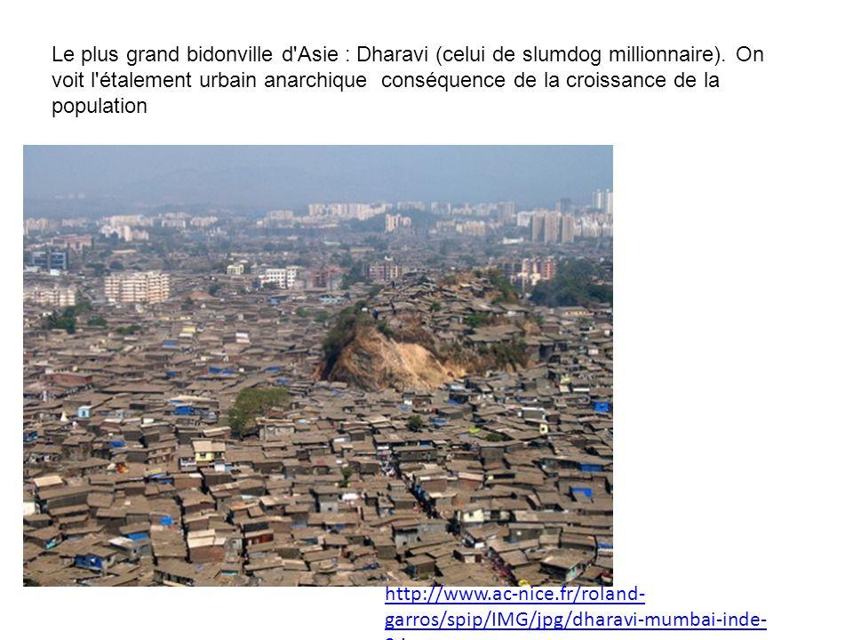 Le plus grand bidonville d Asie : Dharavi (celui de slumdog millionnaire). On voit l étalement urbain anarchique conséquence de la croissance de la population