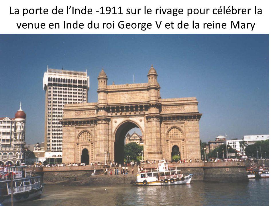 La porte de l'Inde -1911 sur le rivage pour célébrer la venue en Inde du roi George V et de la reine Mary