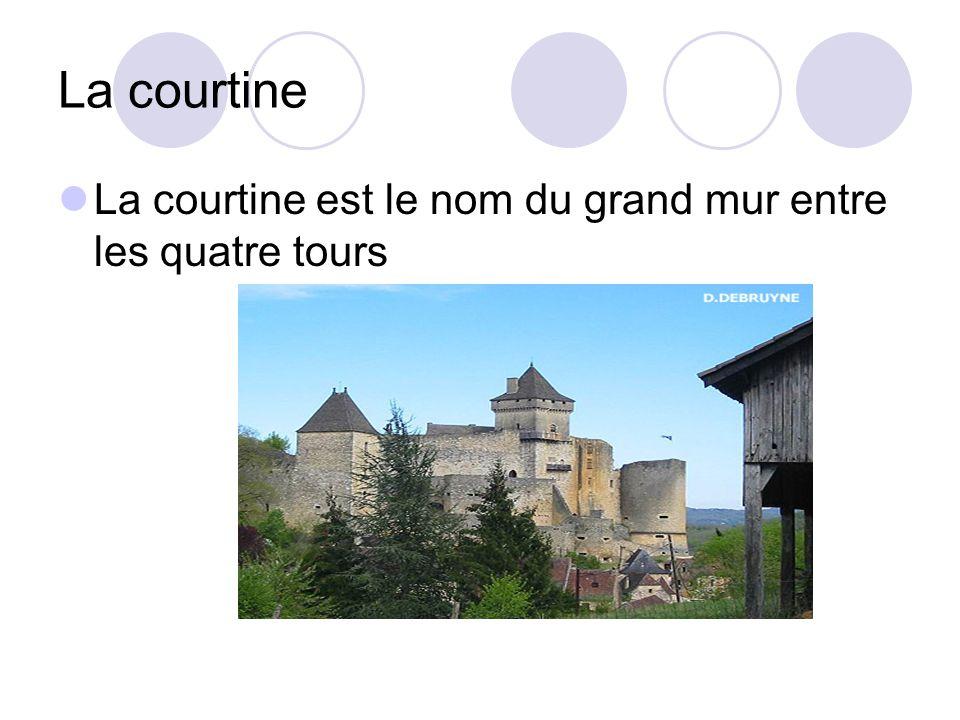 La courtine La courtine est le nom du grand mur entre les quatre tours