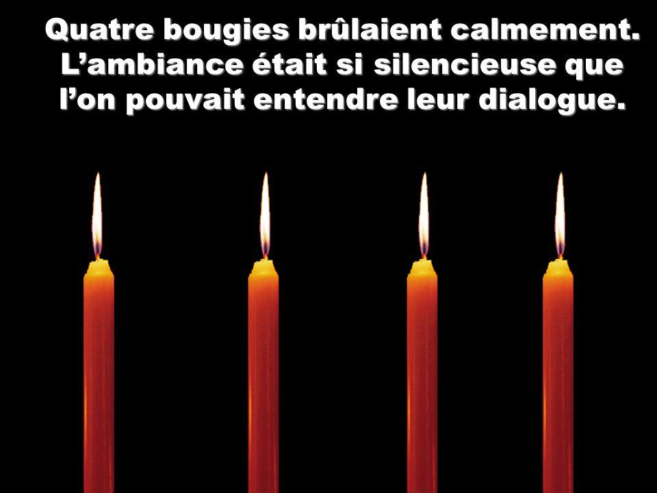 Quatre bougies brûlaient calmement.