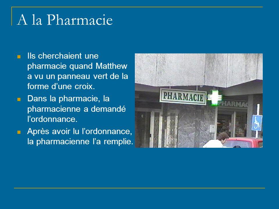 A la Pharmacie Ils cherchaient une pharmacie quand Matthew a vu un panneau vert de la forme d'une croix.