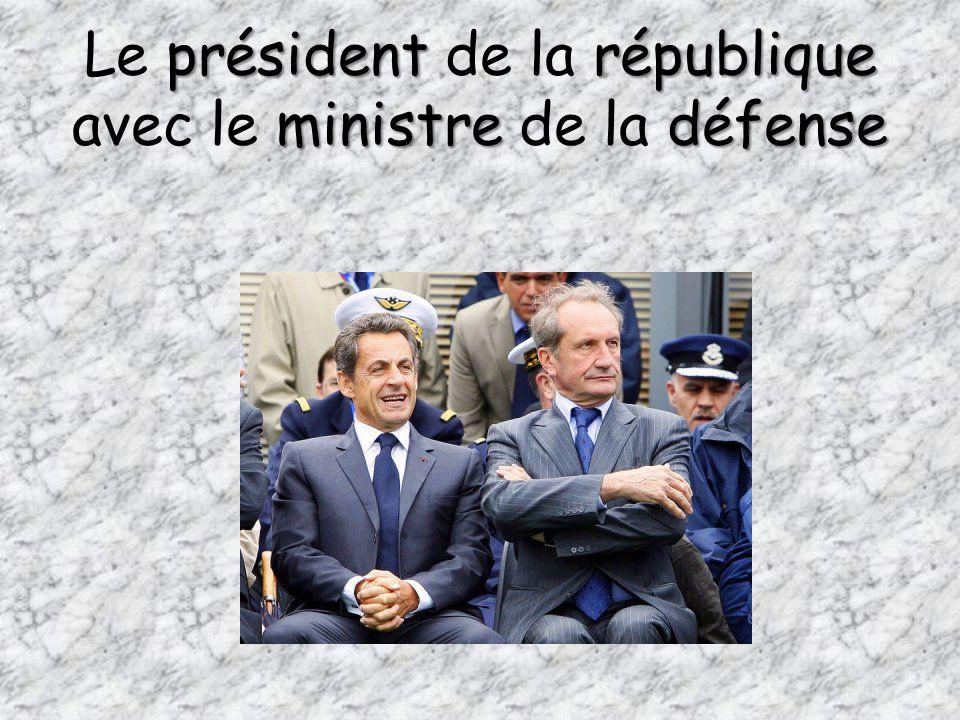 Le président de la république avec le ministre de la défense