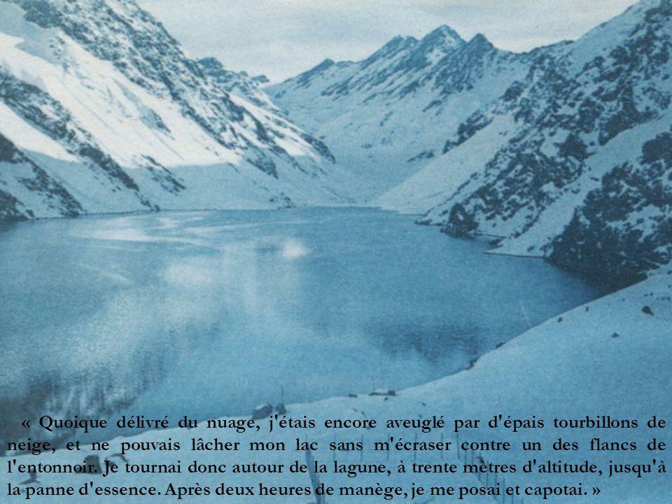 « Quoique délivré du nuage, j étais encore aveuglé par d épais tourbillons de neige, et ne pouvais lâcher mon lac sans m écraser contre un des flancs de l entonnoir.