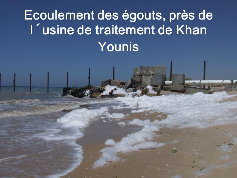 Ecoulement des égouts, près de l´usine de traitement de Khan Younis