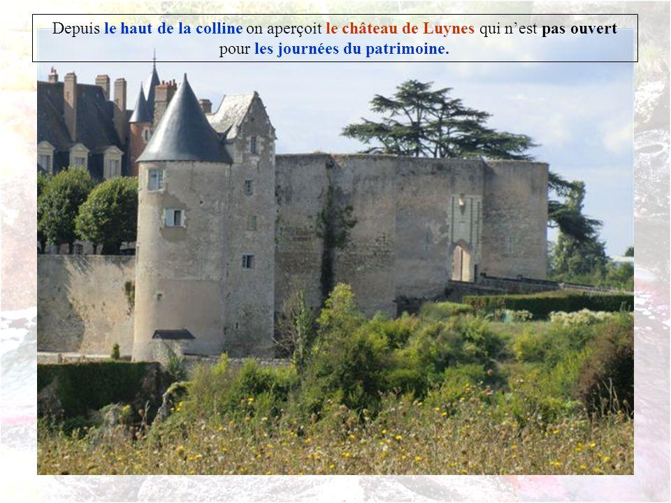 Depuis le haut de la colline on aperçoit le château de Luynes qui n'est pas ouvert pour les journées du patrimoine.