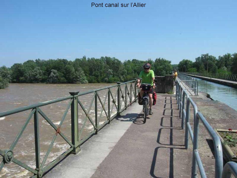 Pont canal sur l'Allier