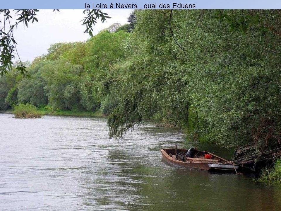 la Loire à Nevers , quai des Eduens