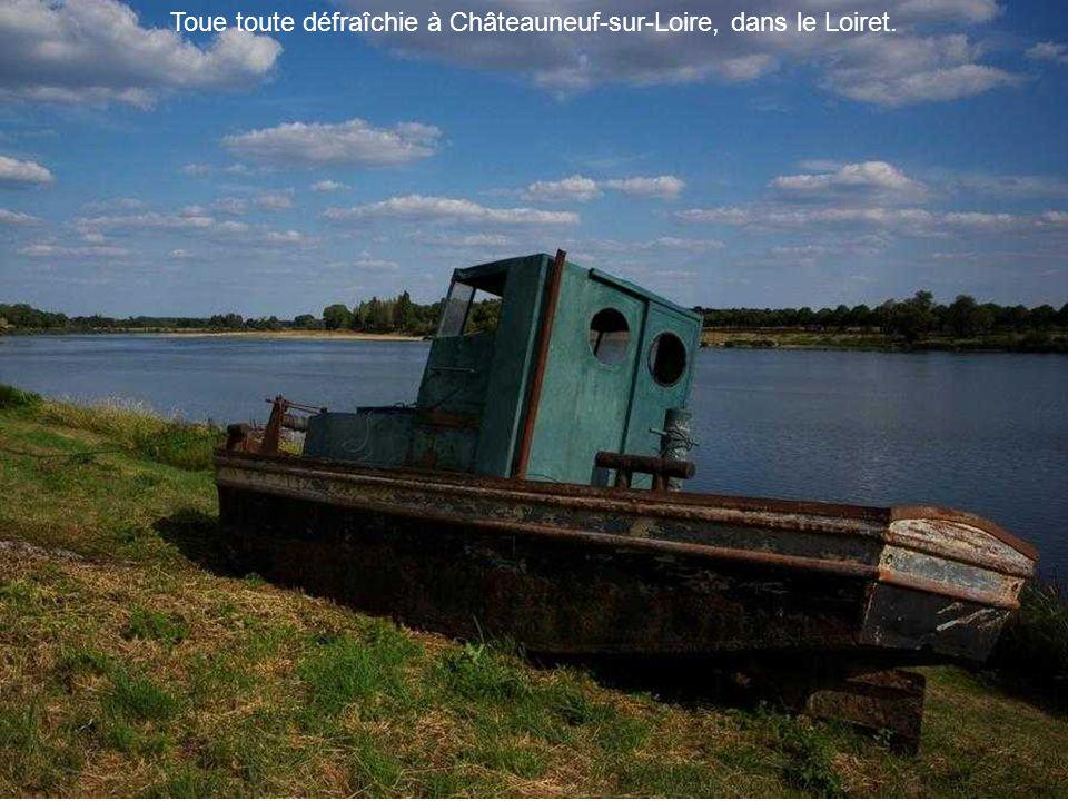 Toue toute défraîchie à Châteauneuf-sur-Loire, dans le Loiret.