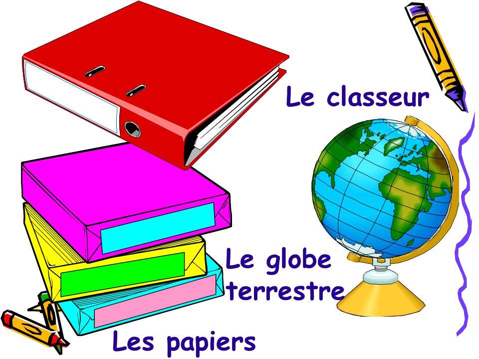 Le classeur Le globe terrestre Les papiers
