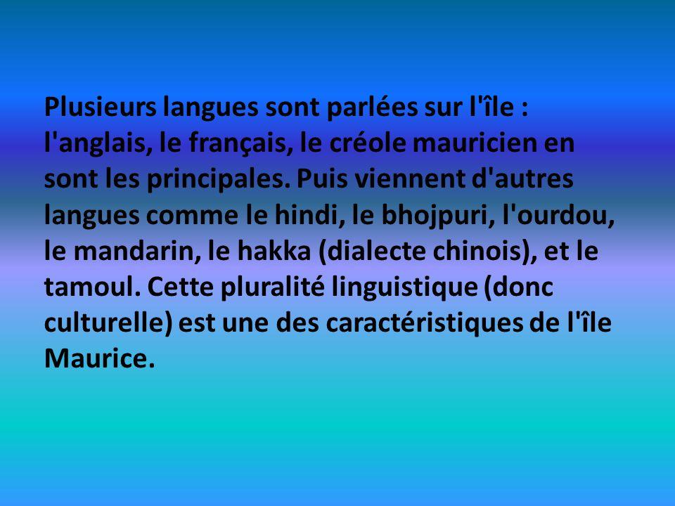 Plusieurs langues sont parlées sur l île : l anglais, le français, le créole mauricien en sont les principales.