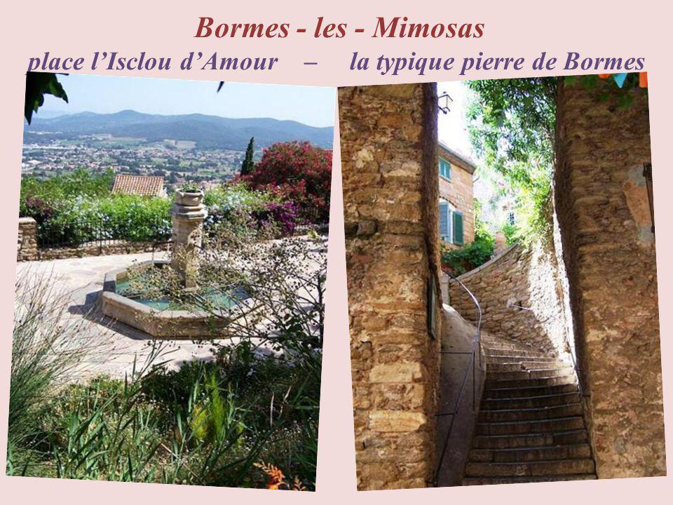 Bormes - les - Mimosas place l'Isclou d'Amour – la typique pierre de Bormes