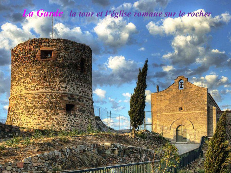 La Garde la tour et l'église romane sur le rocher