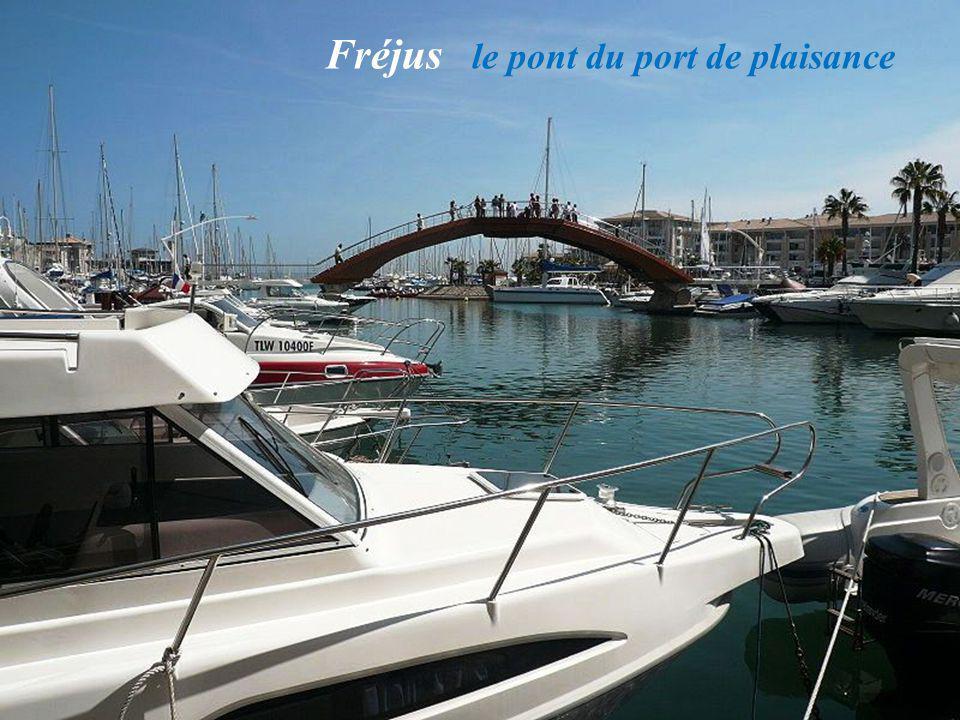 Fréjus le pont du port de plaisance