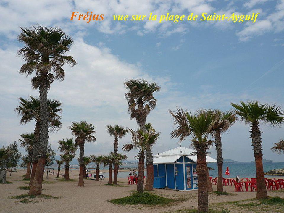 Fréjus vue sur la plage de Saint-Aygulf
