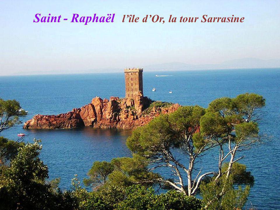 Saint - Raphaël l'île d'Or, la tour Sarrasine