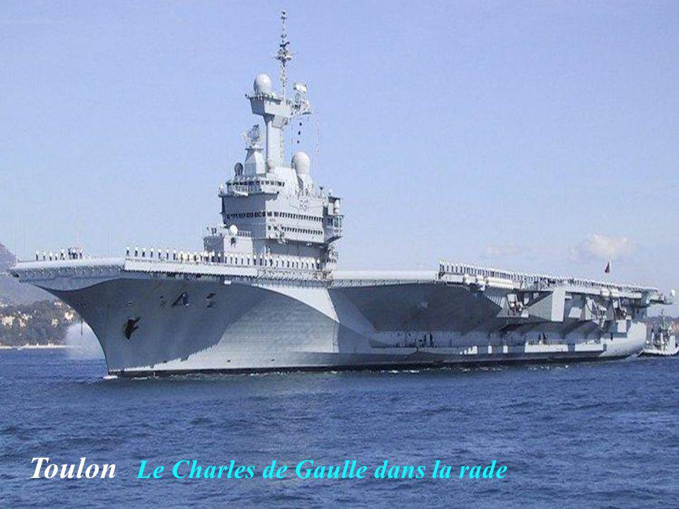 Toulon Le Charles de Gaulle dans la rade