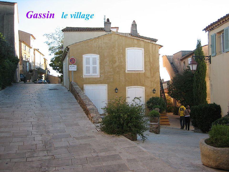 Gassin le village