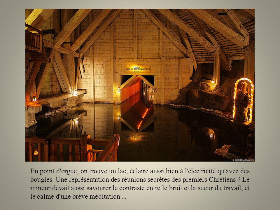 En point d orgue, on trouve un lac, éclairé aussi bien à l électricité qu avec des bougies.
