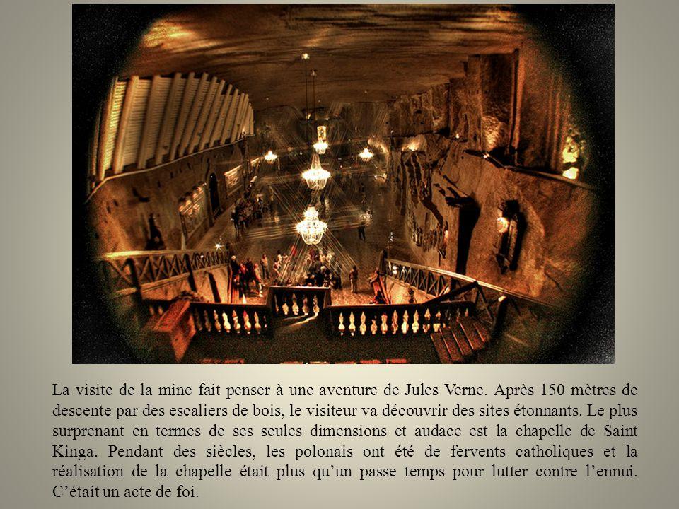 La visite de la mine fait penser à une aventure de Jules Verne