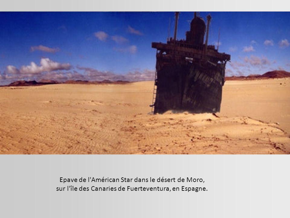 Epave de l Américan Star dans le désert de Moro,