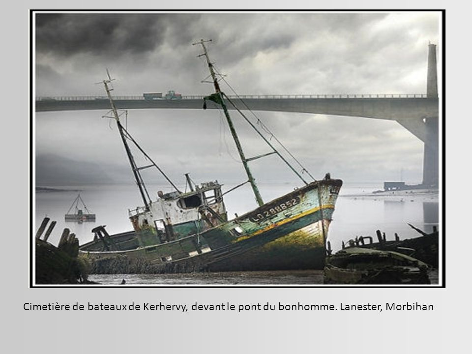 Cimetière de bateaux de Kerhervy, devant le pont du bonhomme