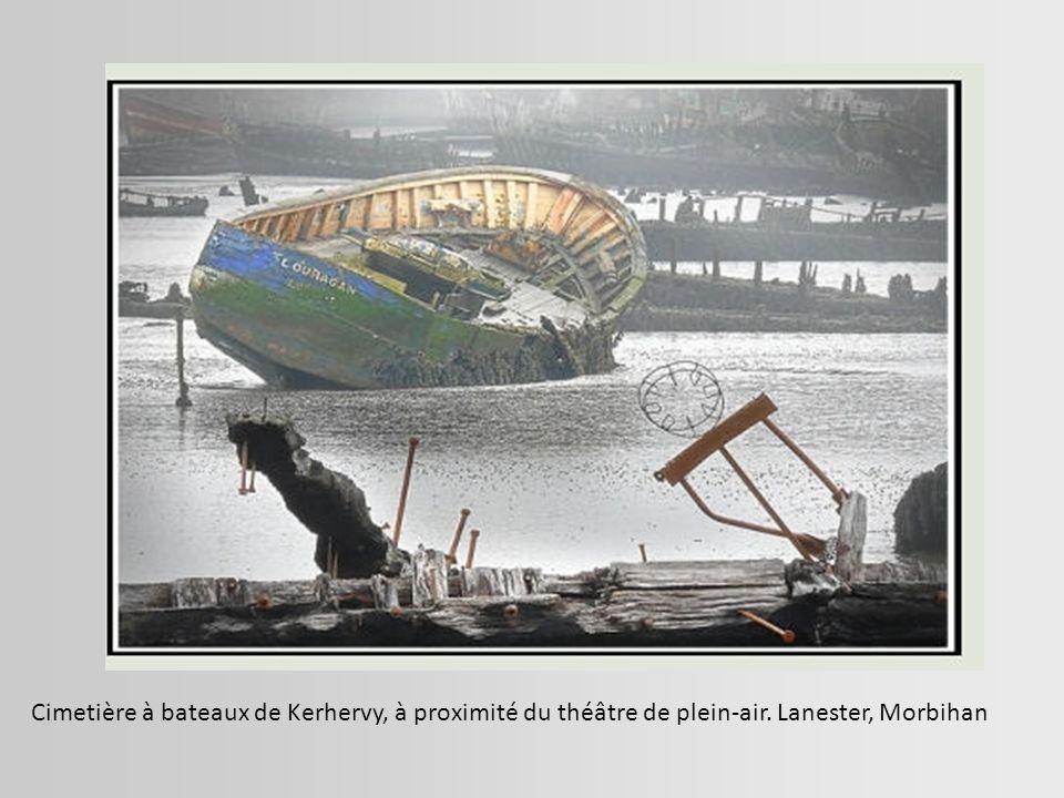 Cimetière à bateaux de Kerhervy, à proximité du théâtre de plein-air