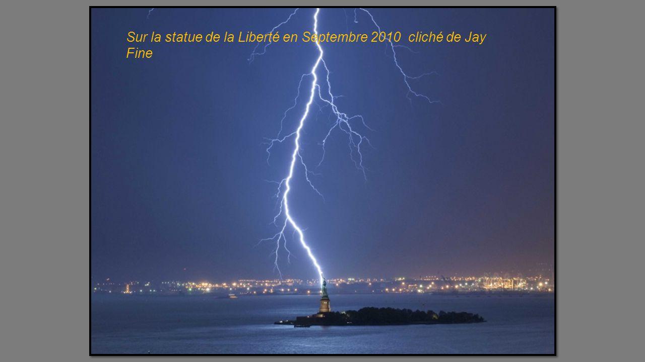 Sur la statue de la Liberté en Septembre 2010 cliché de Jay Fine