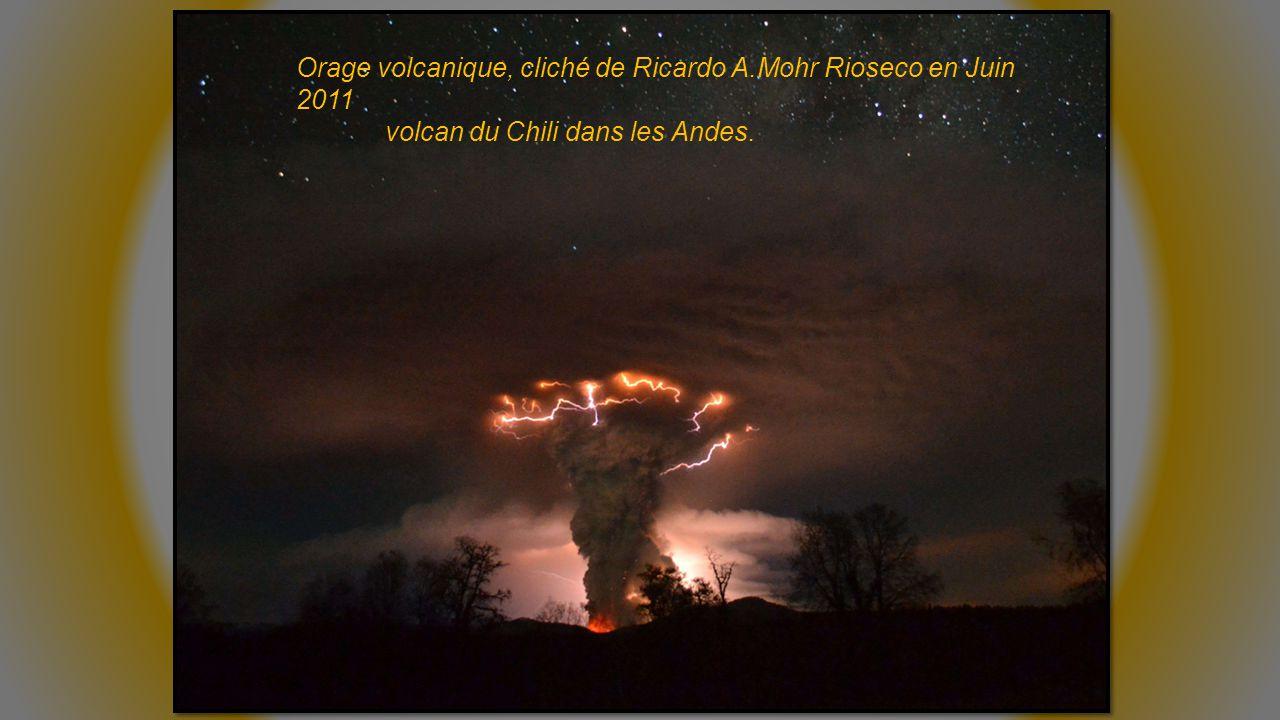 Orage volcanique, cliché de Ricardo A.Mohr Rioseco en Juin 2011