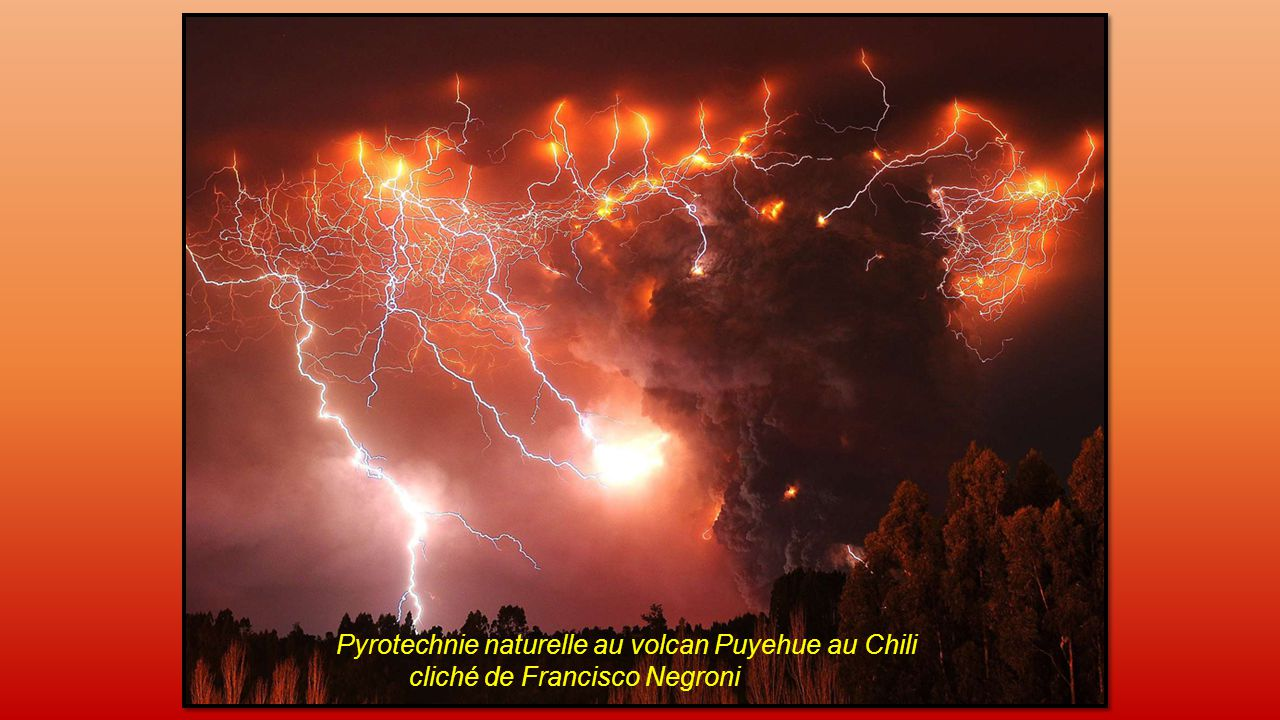 Pyrotechnie naturelle au volcan Puyehue au Chili