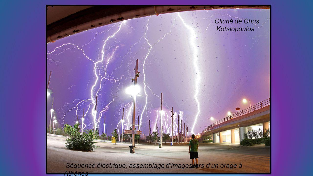 Cliché de Chris Kotsiopoulos Séquence électrique, assemblage d'images lors d'un orage à Athènes