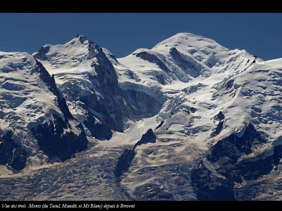 Vue des trois Monts (du Tacul, Maudit, et Mt Blanc) depuis le Brevent