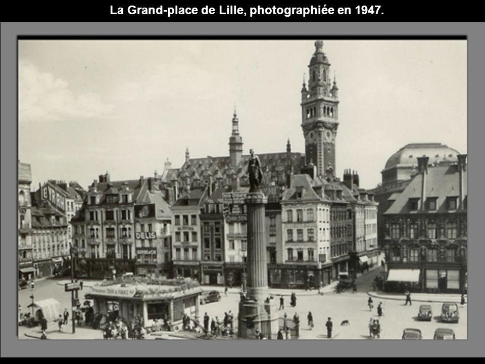 La Grand-place de Lille, photographiée en 1947.